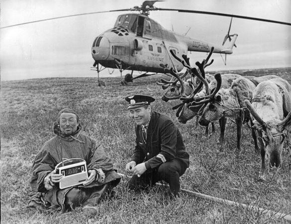 Отец и сын. Фото С.А. Губского. Ненецкий автономный округ. 1970-е гг.