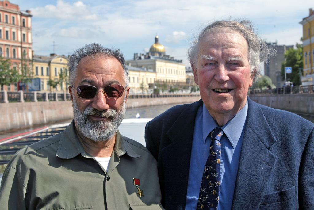 Артур Чилингаров принимает в своем родном Петербурге покорителя Эвереста Эдмунда Хиллари