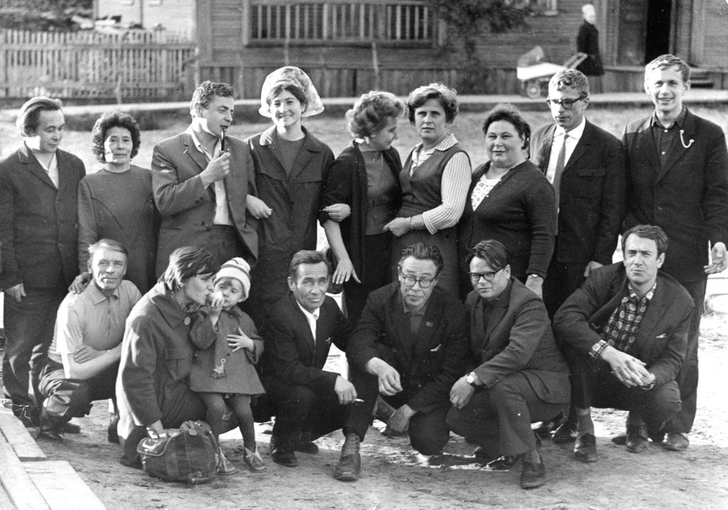 Редакция «Няръяна вындер» во дворе наСмидовича,19, Август 1968 г.