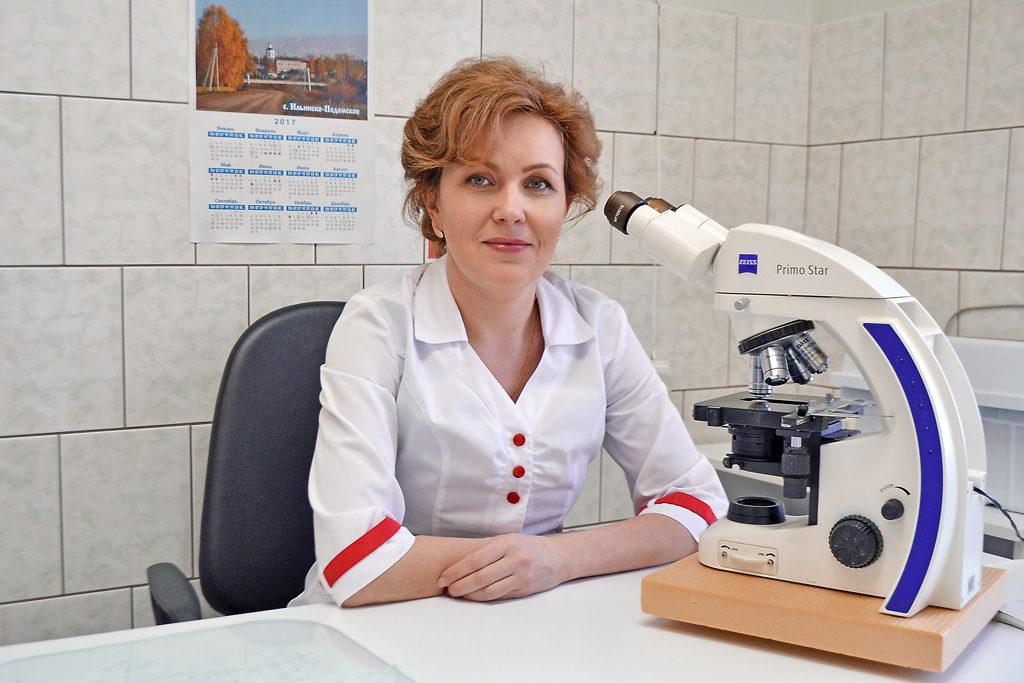 Завлабораторией— медицинский лабораторный техник Людмила Леонидовна Галкина