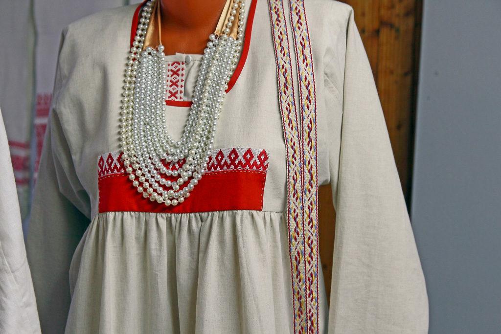 Женский свадебный костюм, придуманный и сшитый для проекта «Льняная свадьба на Виледи»
