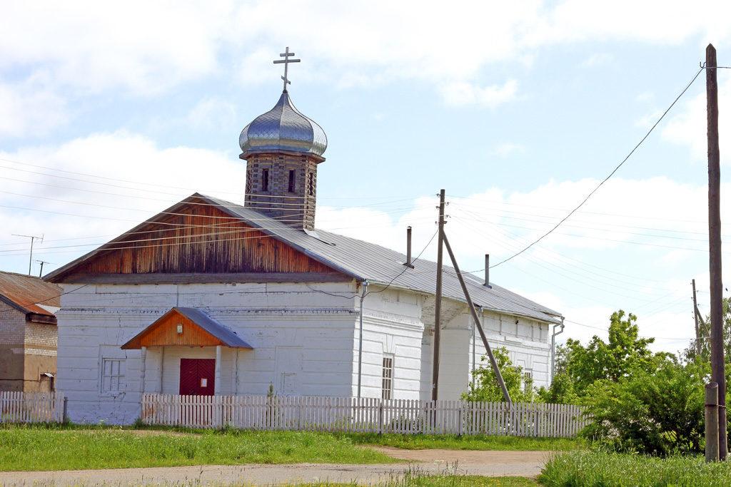 Храм Преображения Господня был построен в1838году. Высота его колокольни достигала 30метров. Восстановление церкви началось в1990‑е ипродолжается досих пор