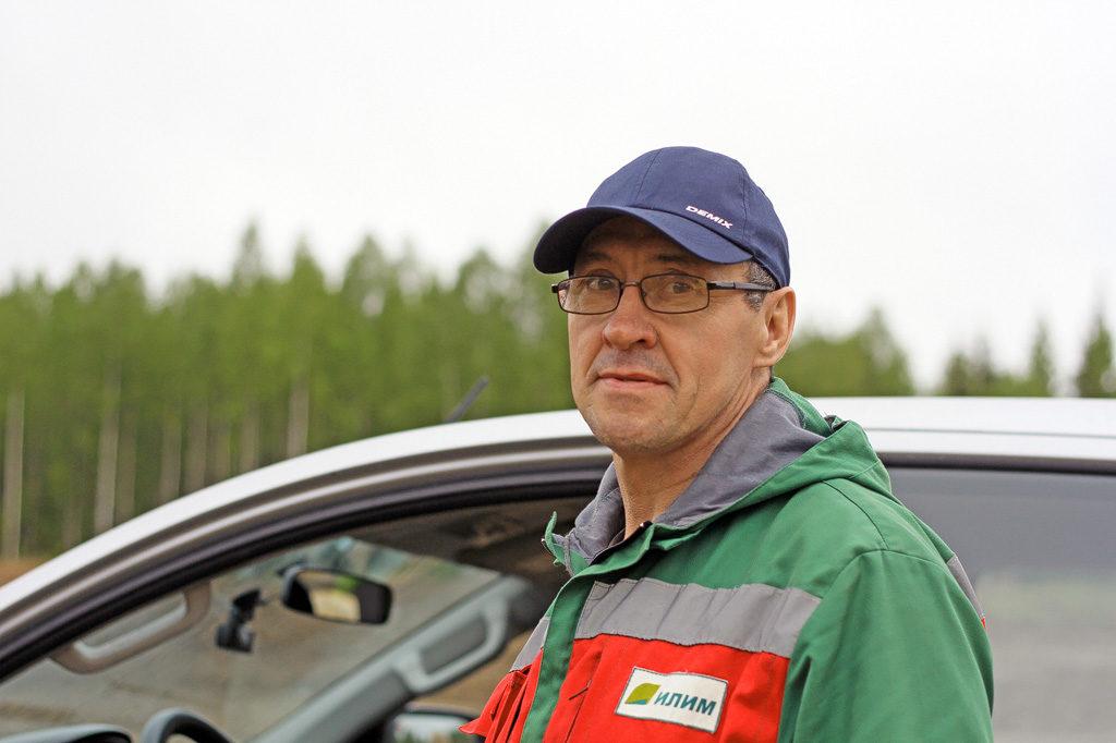 Мастер дорожного участка Андрей Крюков