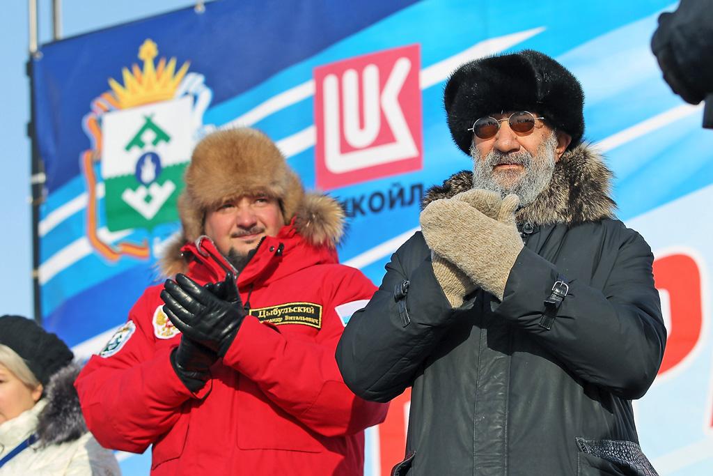 Почетные гости праздника— Александр Цыбульский, губернатор Ненецкого автономного округа, и Артур Чилингаров, российский исследователь Арктики иАнтарктики