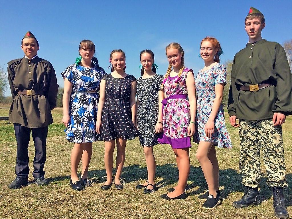 На школьном празднике, посвященном Дню Победы