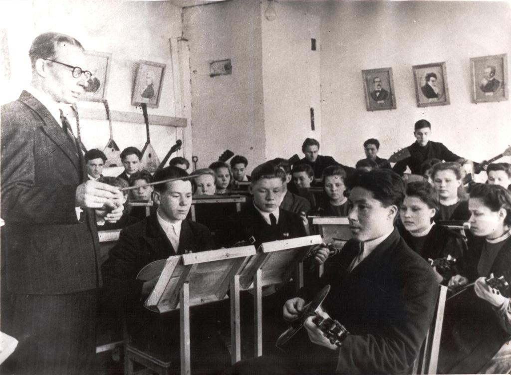 Струнный оркестр педагогического училища, 1950 год