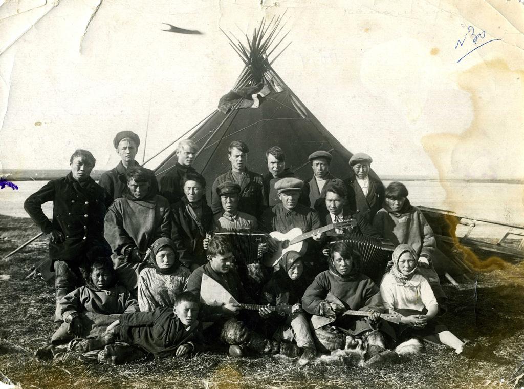 Комсомольцы вДень оленя, 1935 год