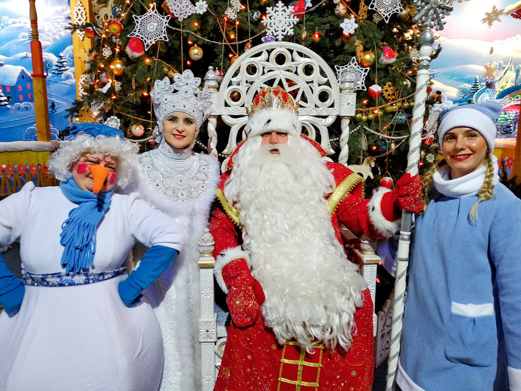 В «Сказочной России» встретились великоустюгский ДедМороз и яренская Матушка Зима
