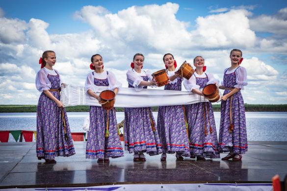 Фрагмент фестиваля, посвященного реке-красавице, кормилице и труженице Мезени