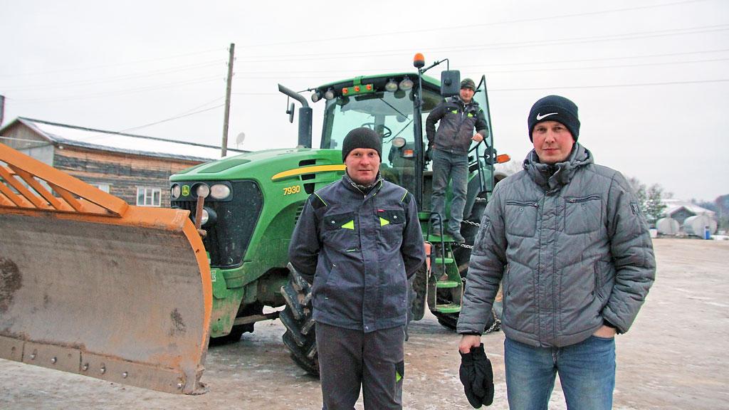 Главный инженер Сергей Попов, водители Алексей Кононов и Виталий Васильевский