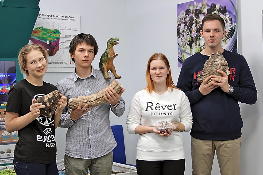 Студенты кафедры в геологическом музее