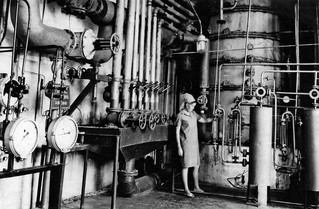 Аппаратное отделение спиртового завода КЦБК, 1970 г.