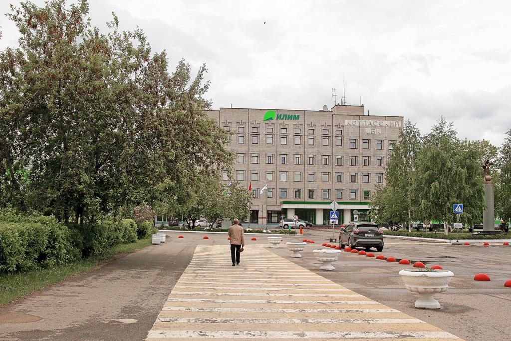 ДПМК «Вилегодская» асфальтировала территорию около офиса филиала Группы «Илим» вКоряжме