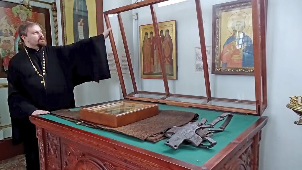 Уникальные святыни прихода— вериги ивласяница преподобного Лонгина Коряжемского