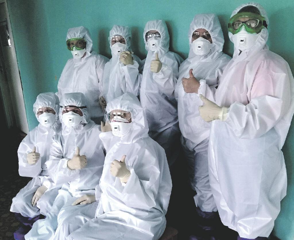 Сотрудники инфекционного госпиталя №2