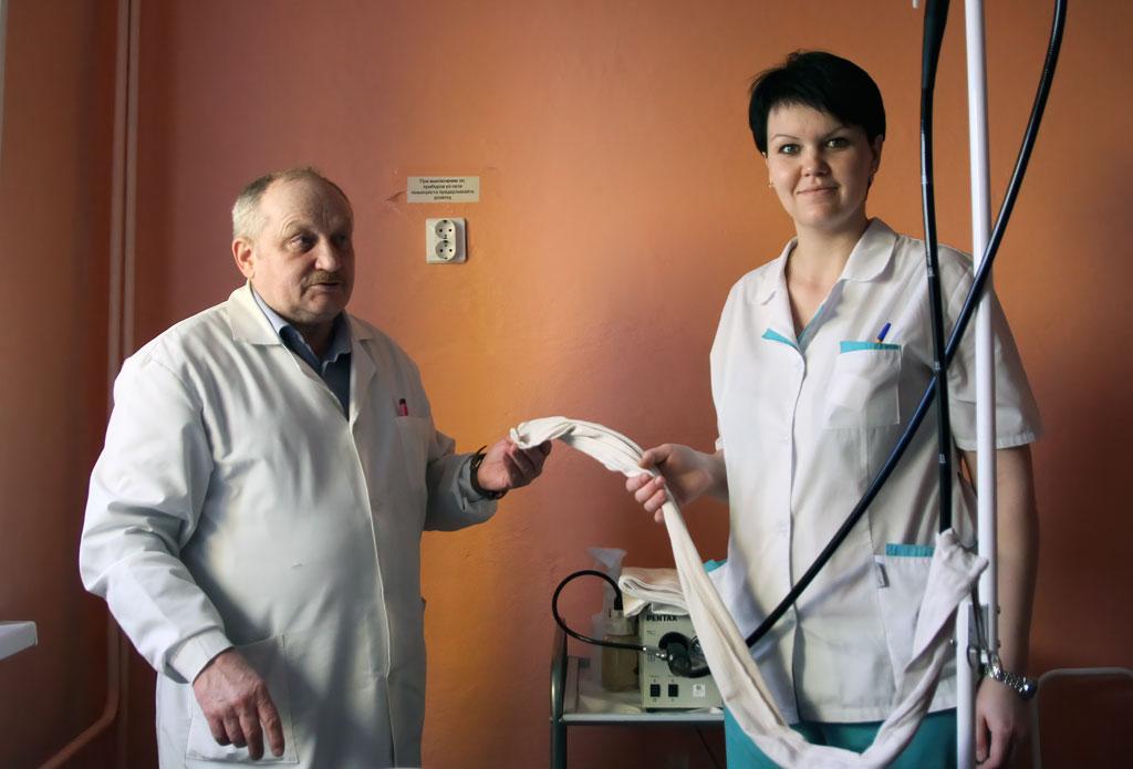 Врач-эндоскопист Андрей Пунанов и медсестра Любовь Варакина