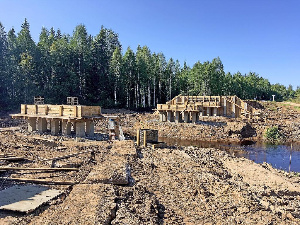 Строительство моста на реке Охтоме