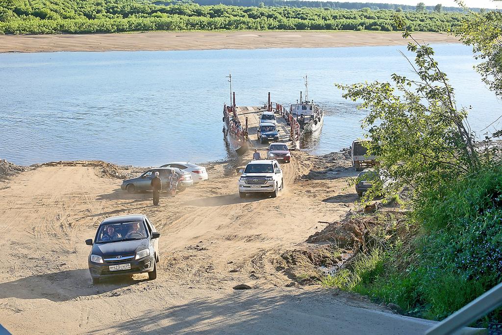 Переправа через Северную Двину— важнейшая транспортная точка района