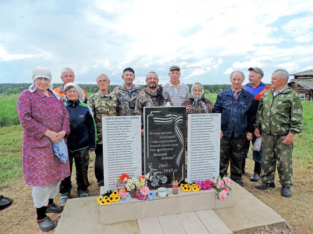 Предприниматели Овчарук помогли доставить в маленькую труднодоступную деревню памятник погибшим в годы Великой Отечественной войны