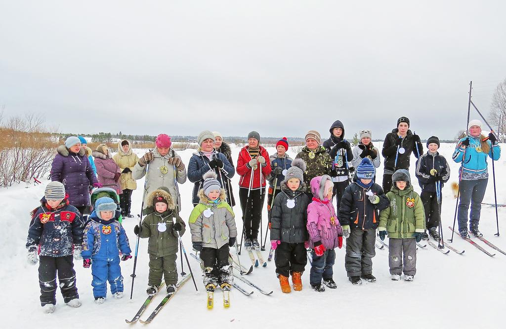 Учитель физкультуры Ольга Верещагина проводит в Окуловской школе лыжныесоревнования