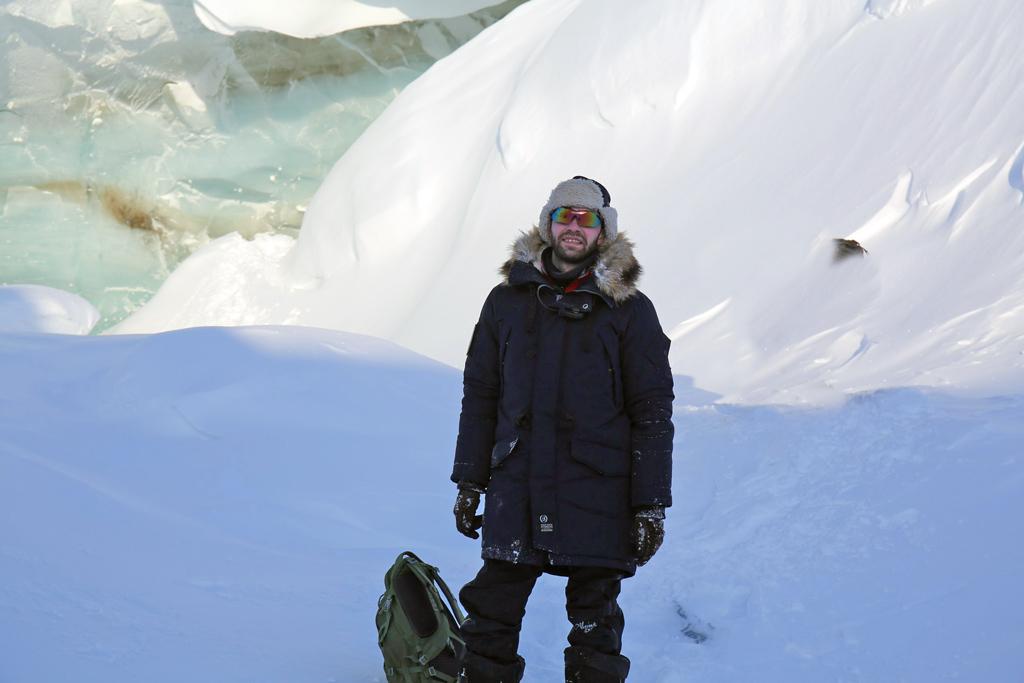 Директор национального парка Александр Кирилов уледяной пещеры накануне визита