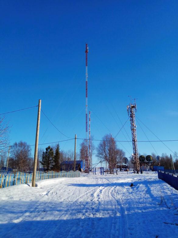 Узел связи ГУП НАО «НКЭС» в селе Ома. Новая мачта связи обеспечивает скоростной Интернет для жителей села