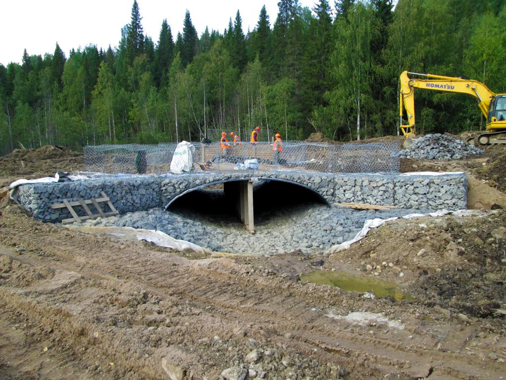 Современные арочные конструкции приходят на смену ветхим деревянным мостам
