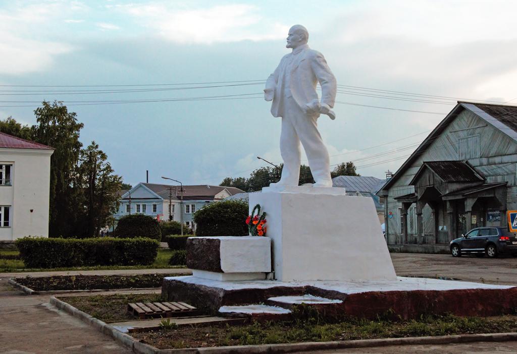 Ленин в белых одеждах