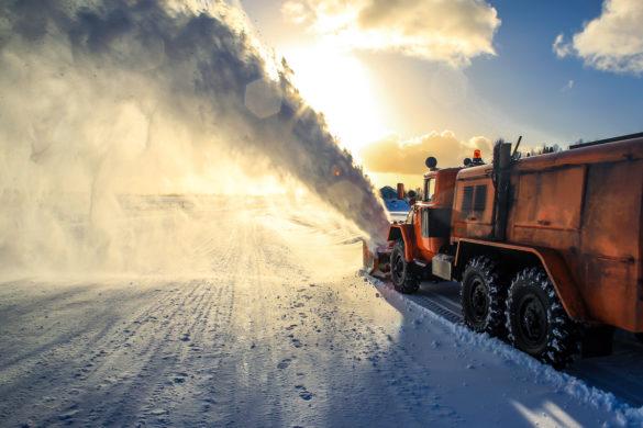 Работа шнекоротора на ледовой переправе, река Пеза, Мезенское ДУ