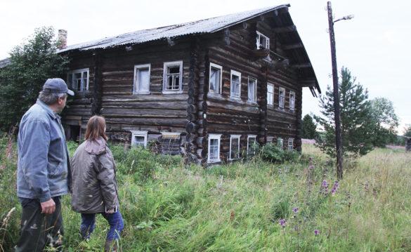 Дом в деревне Смутово, где родился замысел повести «Деревянные кони». Смутово стало прообразом деревни Пижма