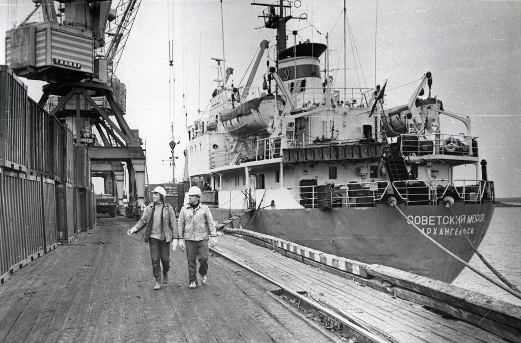 ВНарьян-Марском морском порту. 1984г. Фото В. Е. Гайкина