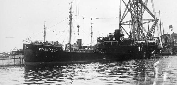 РТ-55 «Кета». В 1944 году траулер под командованием капитана Г.С. Попова встретился с тремя плававшими одна возле другой минами. Их расстреляли, чтобы уберечь от беды другие суда. Экспедиция школьников на Новую Землю ходила на траулере такого же типа— «Зубатке»