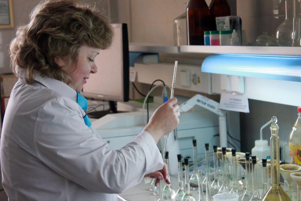 Лаборатория исследования свойств нефтей и пластовых вод
