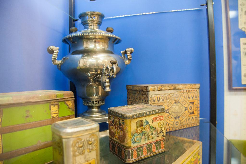 Чайным коробам, сундукам исамоварам—более ста лет