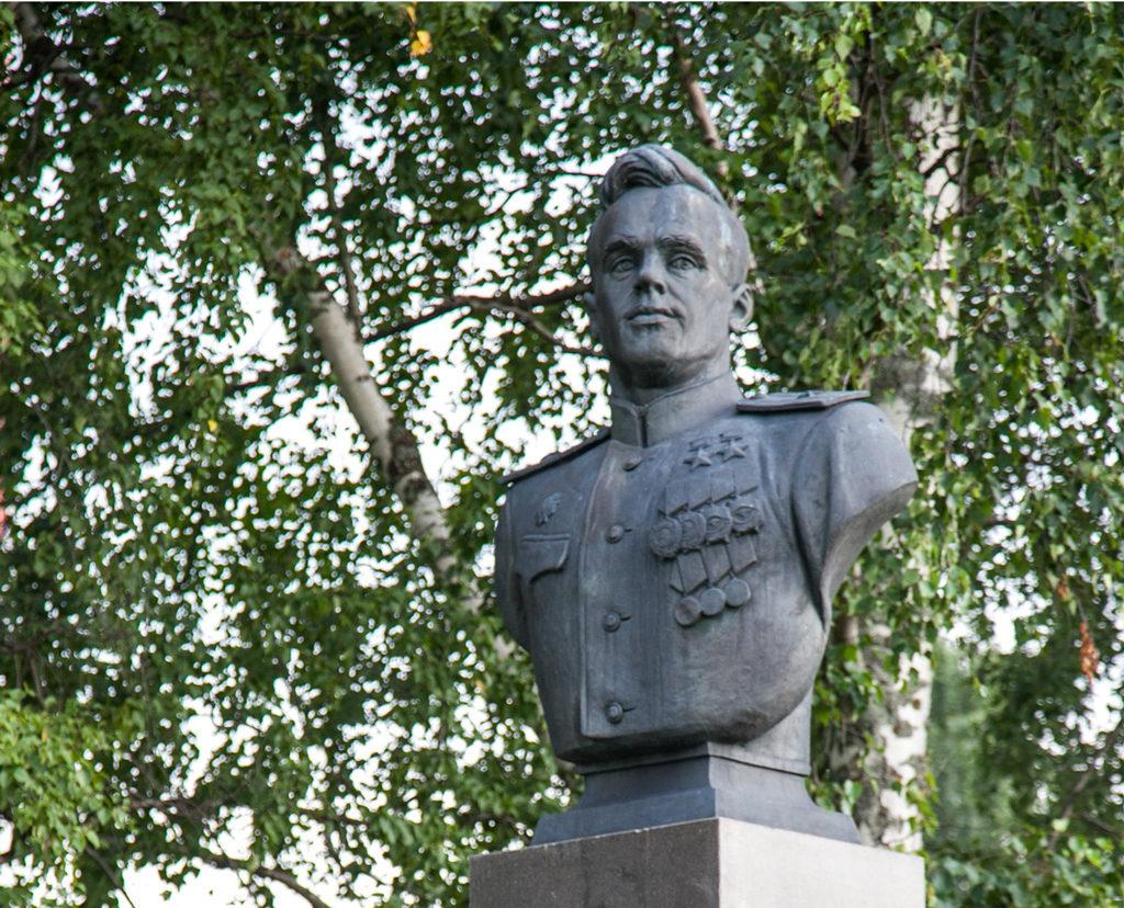 Бюст прославленного адмирала Александра Шабалина