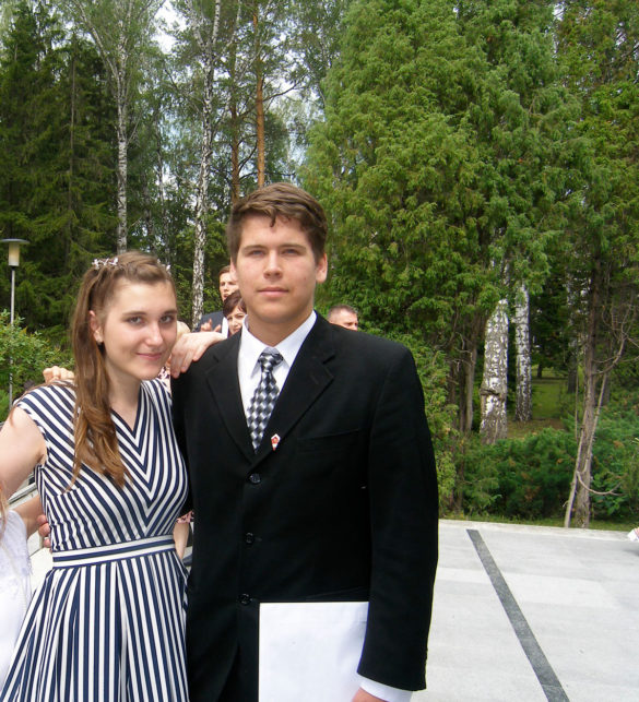 Филипп с подругой Полиной на выпускном вНовосибирске