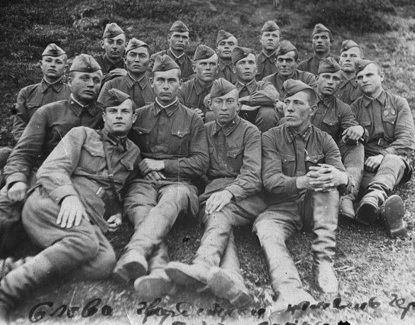 Призывники Мезенского района перед отправкой нафронт. Июль 1941 г.