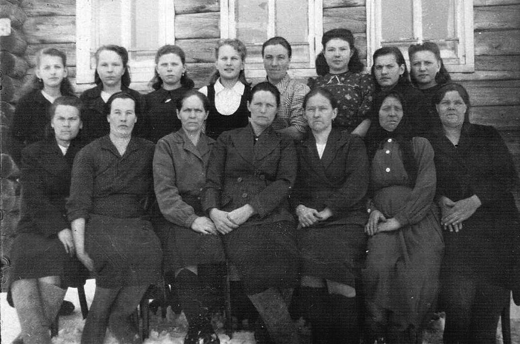1944 год. Коллектив мезенской швейной мастерской. Эти женщины ковали Победу в тылу.