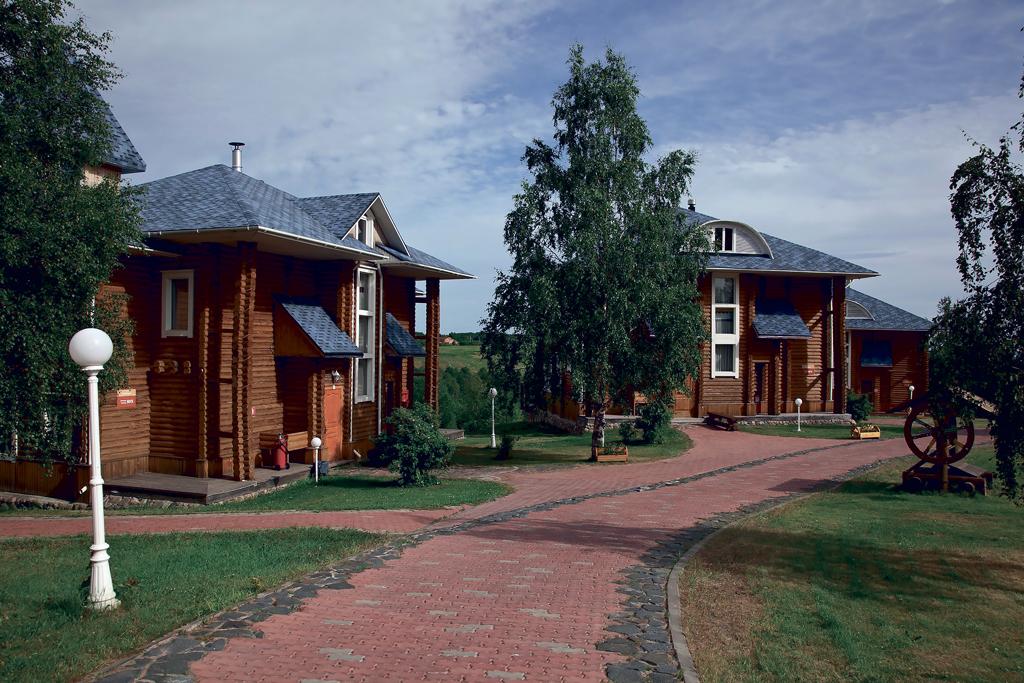 В туристическом комплексе «Малые Карелы» гостей встречают обновленные коттеджи