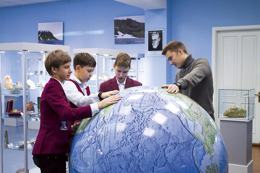 Ученики школы в лаборатории САФУ