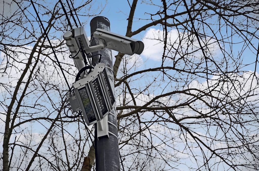Комплекс фотовидеофиксации нарушений ПДД синтеллектуальной системой светового сопровождения пешеходов