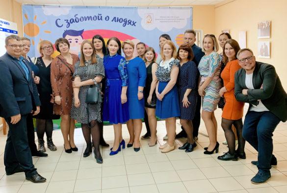 Коллектив центра с региональным министром труда, занятости и социального развития Еленой Молчановой