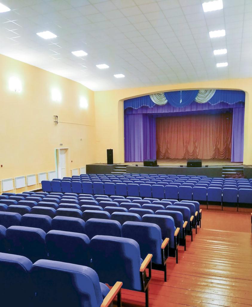 Обновленный зрительный зал Каменского ДК