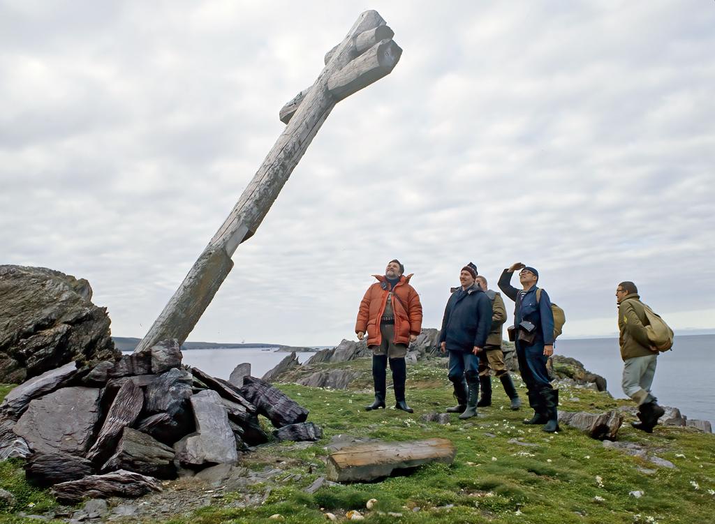 Поморский многометровый крест-маяк на Новой Земле