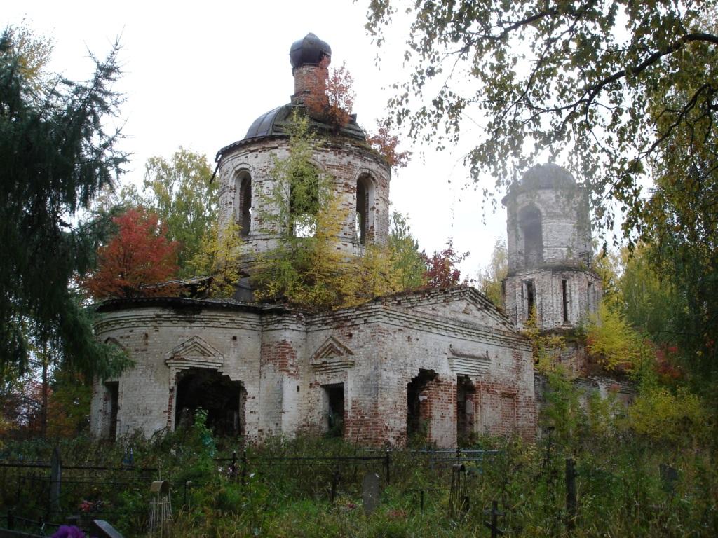 Вознесенская церковь — яркий пример крестообразных купольных храмов классицизма. Посвоей объемно-пространственной структуре она неимеет аналогов среди северных храмов