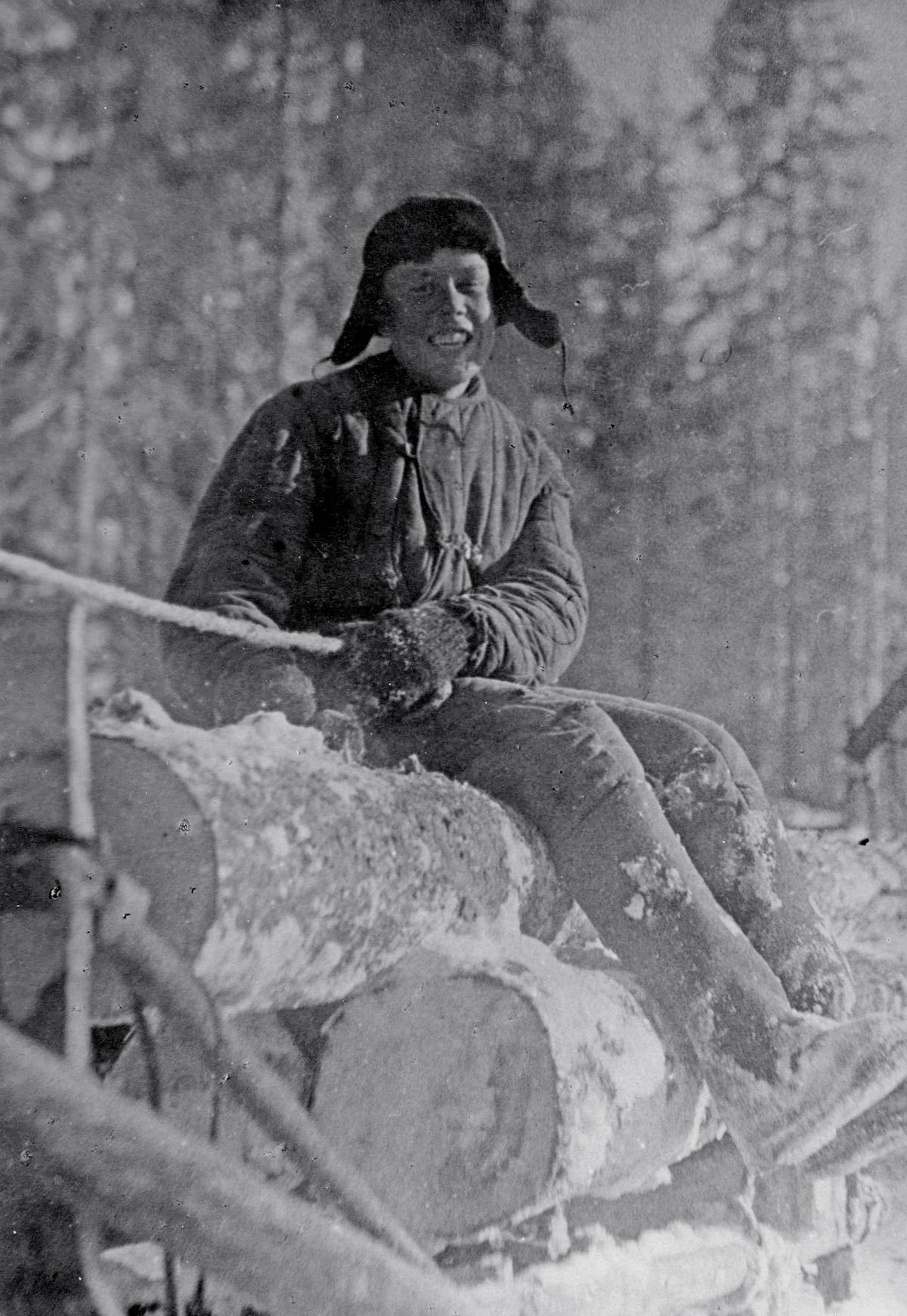 Попов Михаил— один излучших возчиков Плесецкого механического лесопункта, апрель 1941 год