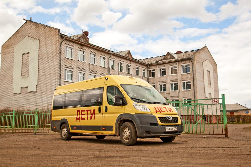 Новые автобусы для учеников Емецкой средней школы