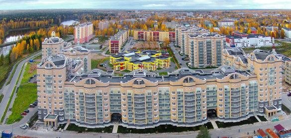 Наместе пустыря появился новый микрорайон, построенный полинии Министерства обороны РФ. Девятиэтажные дома, детский сад, школа сбассейном, торговый центр. Теперь здесь живут военнослужащие