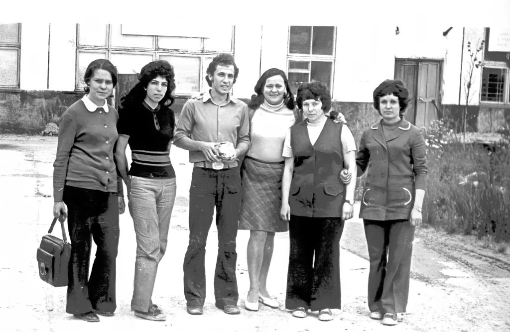 «Электрички» – так ласково называли первых девушек-электриков службы энергоснабжения. 1976 год