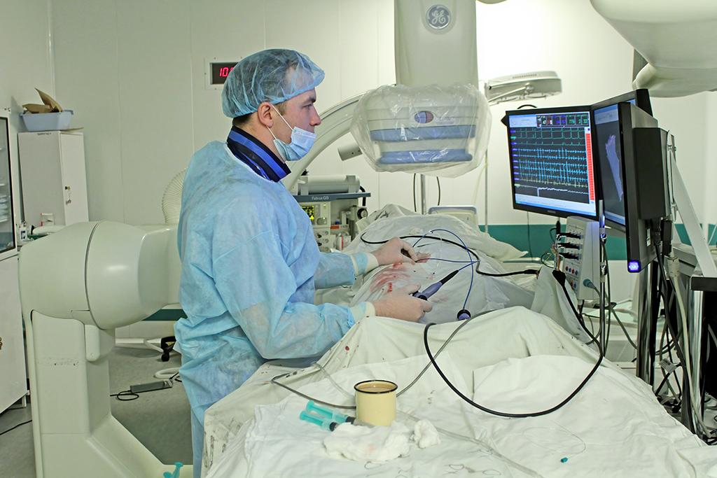 Малоинвазивная хирургия— альтернатива классической операции. Воснове лежит оперирование через точечные проколы тканей или естественные физиологические отверстия